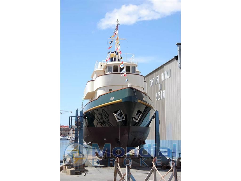 Cantiere navale solimano m y maria teresa usato vendita for Arredamento navale usato