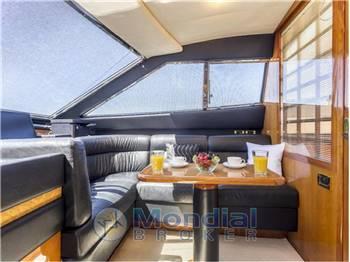 Ferretti Yachts 880
