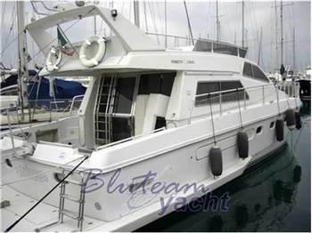 Ferretti 44 la cura dello yacht for Ferretti arredamenti imola