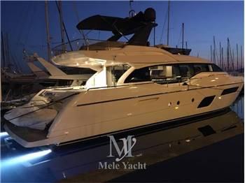 Ferretti Yachts - 700