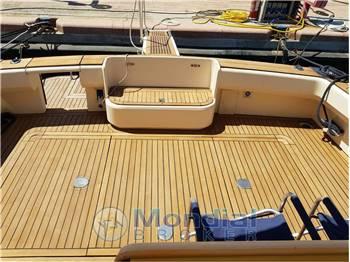 Cantieri Navali del Tirreno Cayman 40 WA