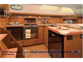 Hunter 45 Deck Salon
