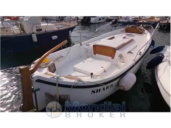 Gozzo yachts vendita barche e yacht gozzo usate nuove e for Laghetto vetroresina usato