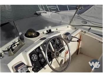 Bertram Yacht 30 Fly