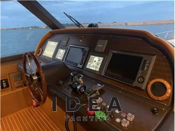 Mochi Craft Dolphin 74 Cruiser