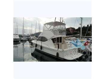 Riviera yachts - 33 fly