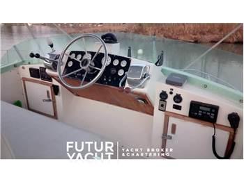 Bertram Yacht 28 FLY