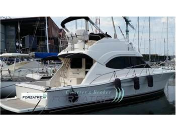 Riviera Marine - 40 Flybridge