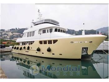 Bandido Explorer trawler Jade 90
