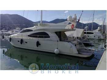 Cayman Yachts - Cayman 62 fly