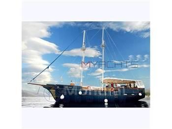 Turkish shipyard - M ̸ s blue nose