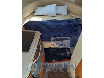 Sea Ray SUNDENCER 240